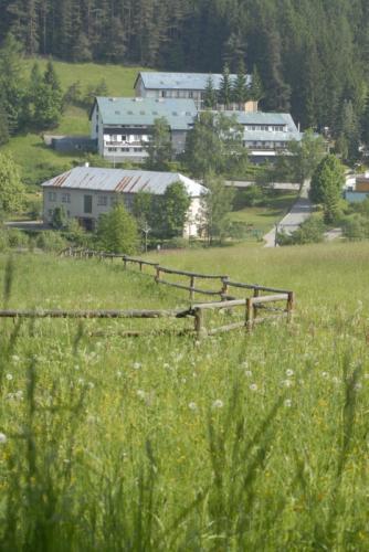 Hotel Permoník pohled z dálky 02